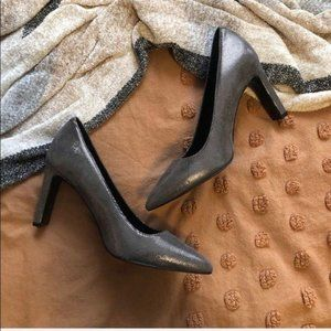 NWOT Nine West Silver Metallic Patterned Heels